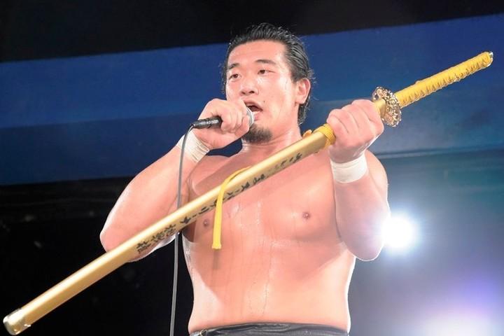 """DDT TV SHOWのメインで""""元幕下力士""""の樋口和貞が、エンテツ撃破で挑戦 ..."""