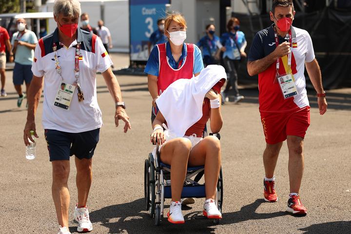 スペイン選手が灼熱のハードコートに耐えれずリタイア。地獄のようなコンディションに海外記者も苦言【東京五輪】